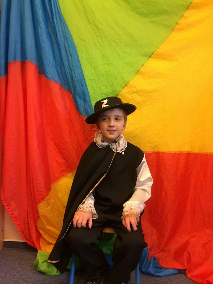 Bartuś na balu pzrebierańców jako Zorro